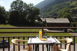 table dressée terrasse avec vue sur snowbaur été vertical (004).jpg