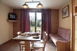 vue salon studio L03 depuis cuisine avec fenetre.jpg
